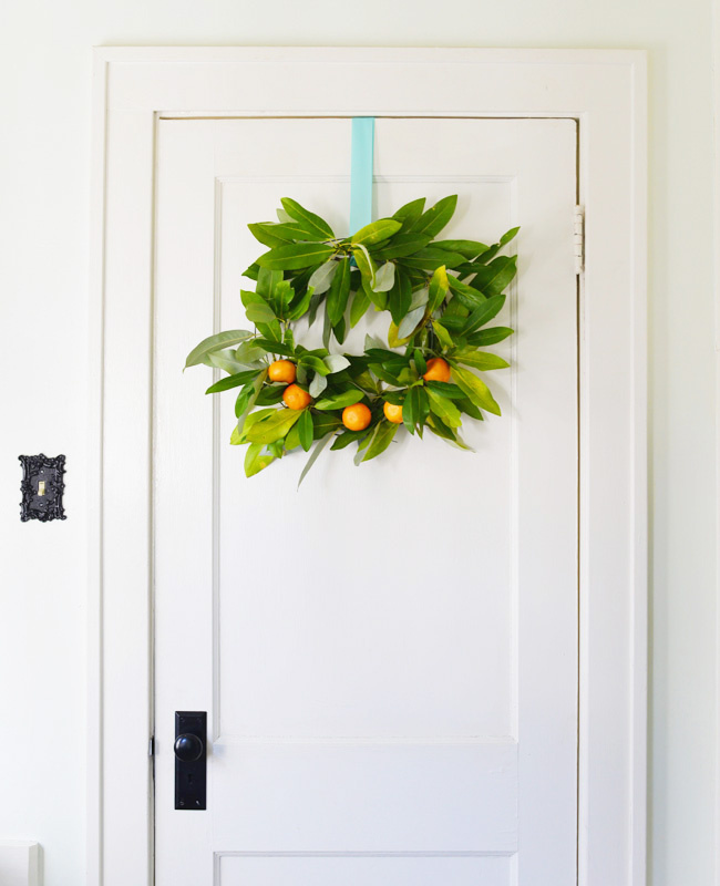 DIY clementine and magnoia leaf wreath | Farm Fresh Therapy for The Nest.jpg