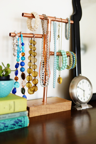 copper pipe jewelry holder DIY | Farm Fresh Therapy for Homedit.jpg