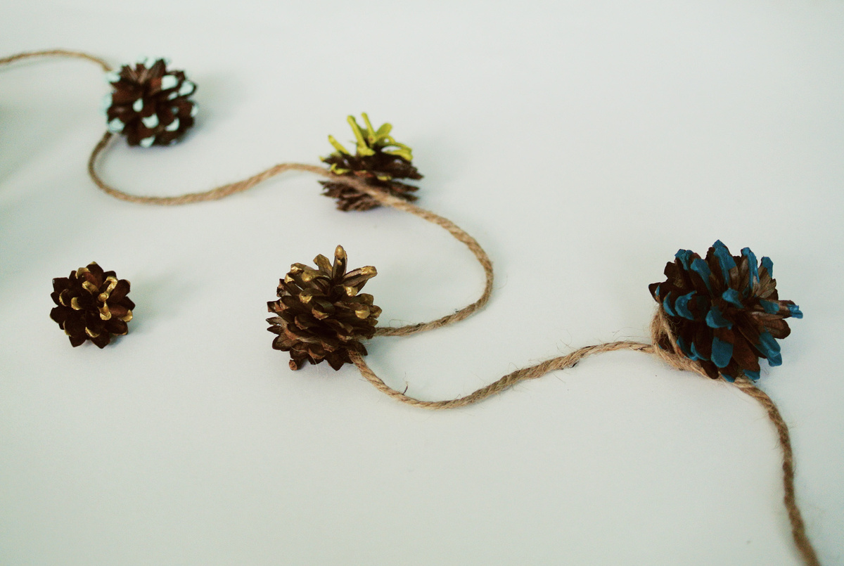 dipped pinecone garland | farm fresh therapy.jpg